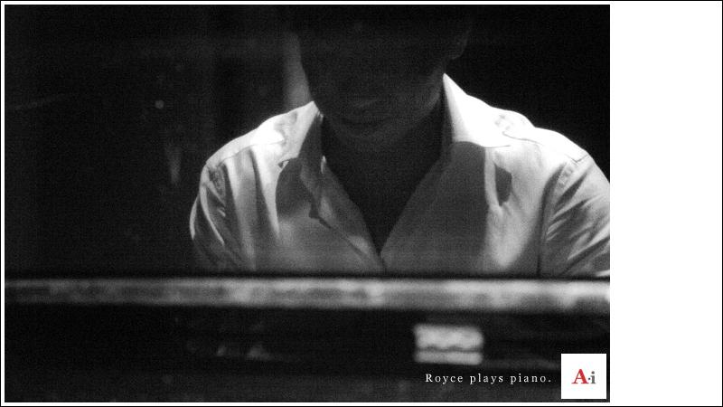 RoycePlayPiano800x450